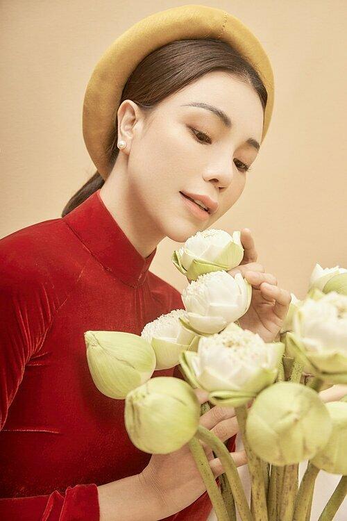 Pastel, đỏ, trắng, cam, xanh bích là những gam màu áo dài chủ đạo thường được các quý cô lựa chọn để mặc trong dịp Tết.