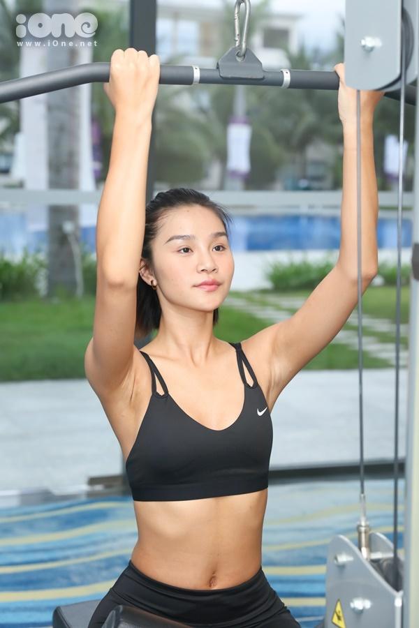 Lê Thu Trang làứng viên sáng giá nhấtcho danh hiệu Người đẹp Biển tại Hoa hậu Hoàn vũ Việt Nam 2019. Người đẹp sinh năm 1997 cao 1,74 m, số đo ba vòng là 88-63-96 cm. Để có được thân hình chuẩn chỉ cho đêm chung kết, diễn ra vào tối 7/12 tại Nha Trang (Khánh Hòa), Lê Thu Trang tranh thủ tập gym vào sáng sớm 6/12dù buổi tối trước đó, cô phải thức đến 2h sáng để cùng 45 thí sinh,tập duyệt cho chương trình.