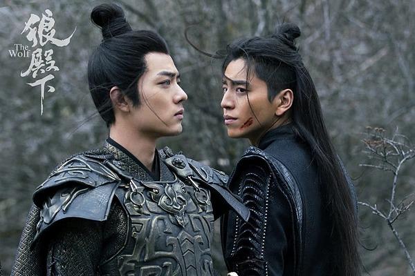 Trong phim, Tiêu Chiến (trái) chỉ đóng vai thứ. Tuy nhiên, độ nổi tiếng của anh còn vượt cả nam chính Vương Đại Lục.