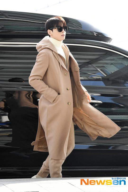 Cha Eun Woo (ASTRO) được khen ra sân bay mà diện đẹp như trình diễn thời trang.
