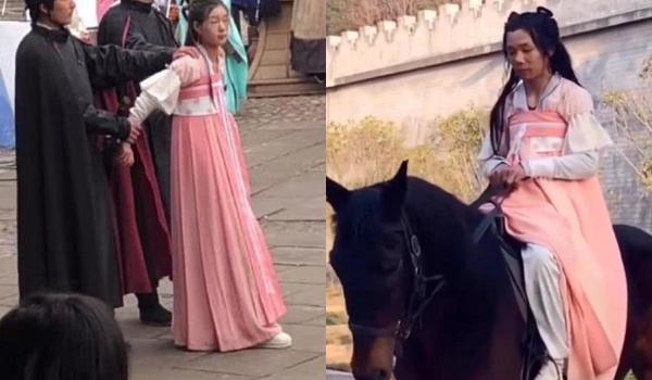 Nữ diễn viên đóng thế Cúc Tịnh Y trong cảnh bị bắt giữ và nam diễn viên đóng thế cô trong cảnh cưỡi ngựa.