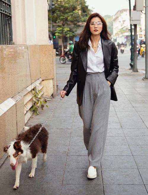 Tăng Thanh Hà diện phong cách menswear thanh lịch dạo phố Hà thành.