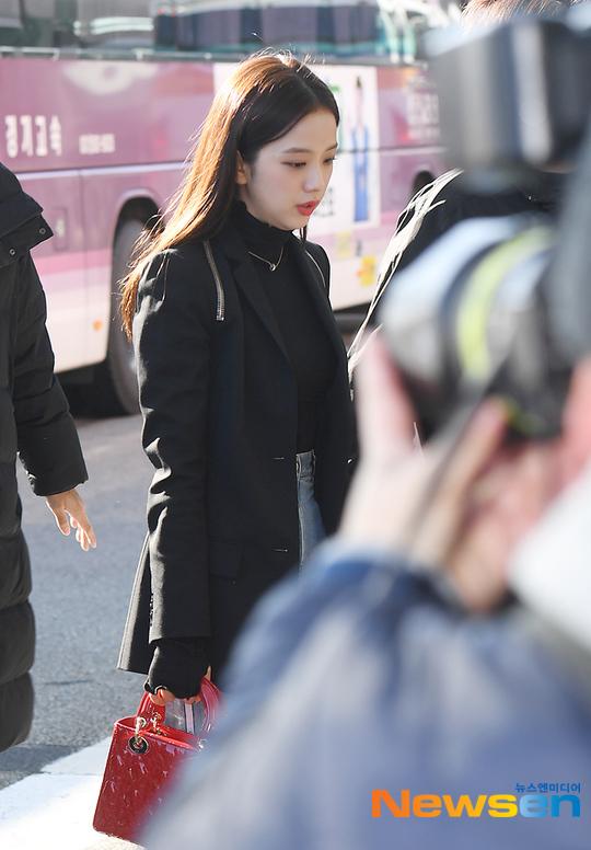 Vẻ đẹp thanh lịch của Ji Soo được ví như diễn viên điện ảnh.
