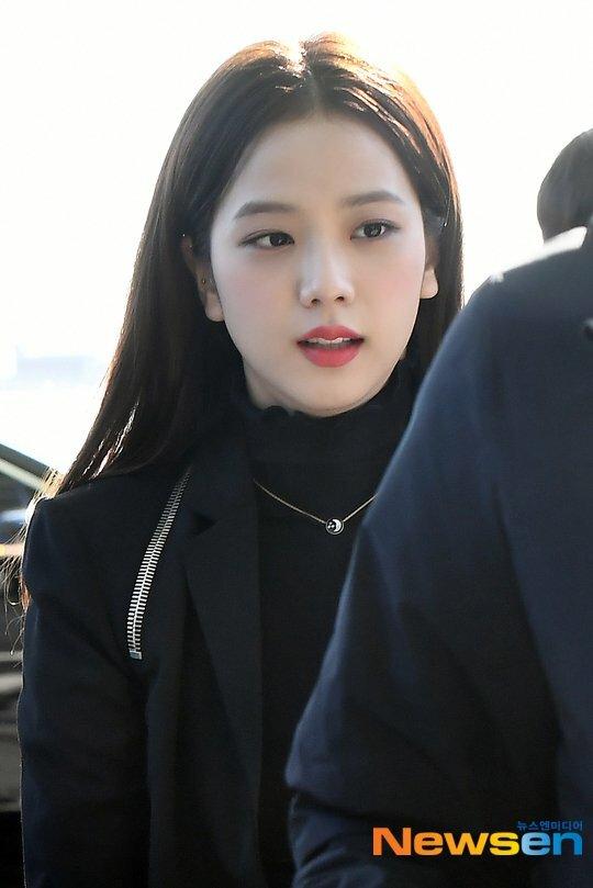 Ji Soo giữ vững phong độ nữ thần sắc đẹp nhà YG.