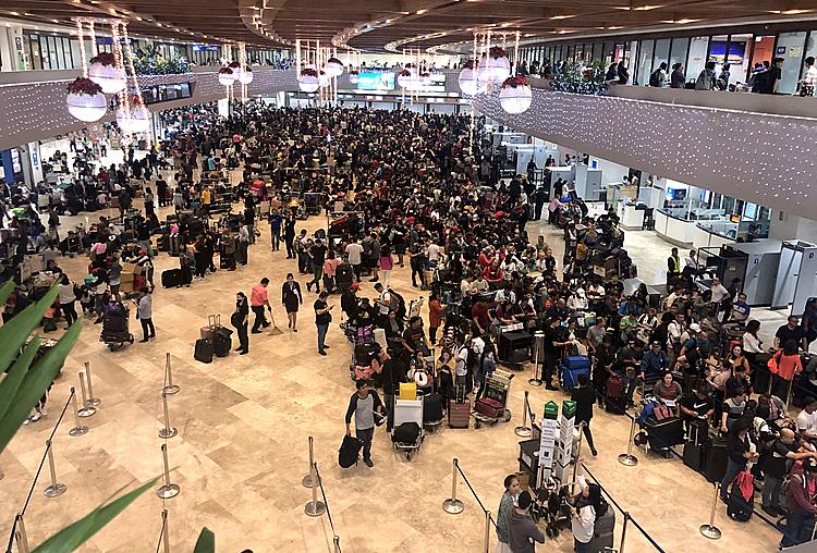 Hành khách kẹt cứng tại sân bay Manila