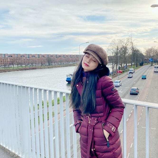 Tzuyu khoe ảnh đẹp khi du lịch các nước châu Âu.