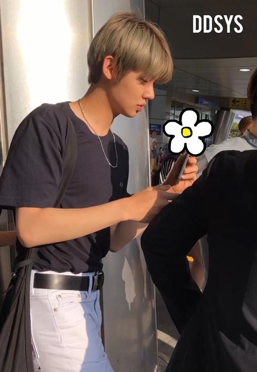 Yeon Jun có sống mũi cao, vóc dáng cao ráo.