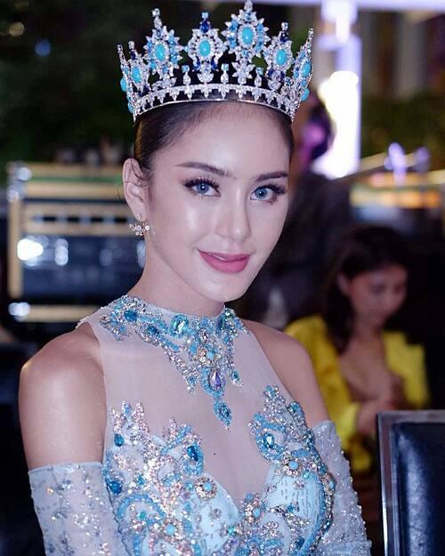 Trước khi quyết định trở lại làm đàn ông, Arm từng ghi dấu với nhiều cuộc thi sắc đẹp. Năm 2014, cô đoạtÁ quân Miss Trans Universe Thailand