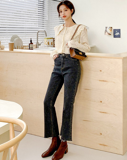 Quần jeans là item bất cứ ai cũng sở hữu trong tủ đồ. Nhân mùa giảm giá trước Tết, đừng quên sắm vài chiếc quần jeans. Mức giá chỉ còn phân nửa rất hợp lý cho món đồ có thể mặc quanh năm, mix với bất cứ kiểu áo nào cũng đẹp.
