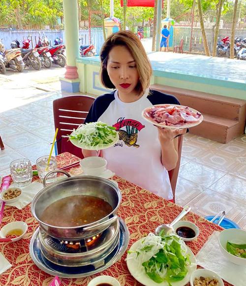 Minh Triệu hỏi fan bí quyết giảm cân sau Tết.
