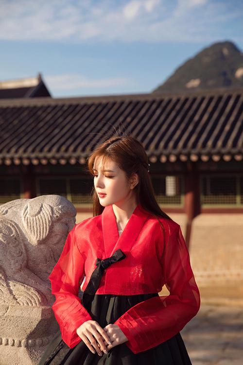 Lilly Luta hóa gái Hàn xinh đẹp.