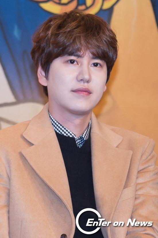 So với những idol cùng lứa 1988, Kyu Hyun (Super Junior) được đánh giá là khá dừ. Nam idol nổi tiếng với vẻngoài chững chạc trước tuổi, phong thái điềm đạm, nghiêm túc.