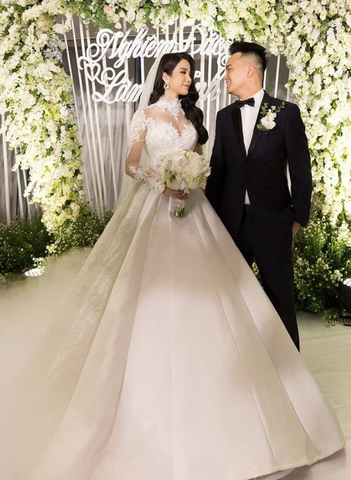 Diệp Lâm Anh tiêu tốn tiền tỷ cho đám cưới hoành tráng năm 2018, trong đó một khoản tiền lớn cô dành để đầu tư cho vẻ ngoài lộng lẫy.
