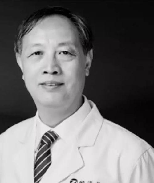 Lin Zhengbin -Giáo sư tại Bệnh viện Tongji, Vũ Hán. Ảnh: Peoples Daily.