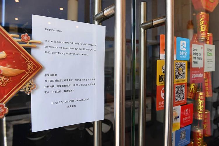 Một nhà hàng thông báo đóng cửa.