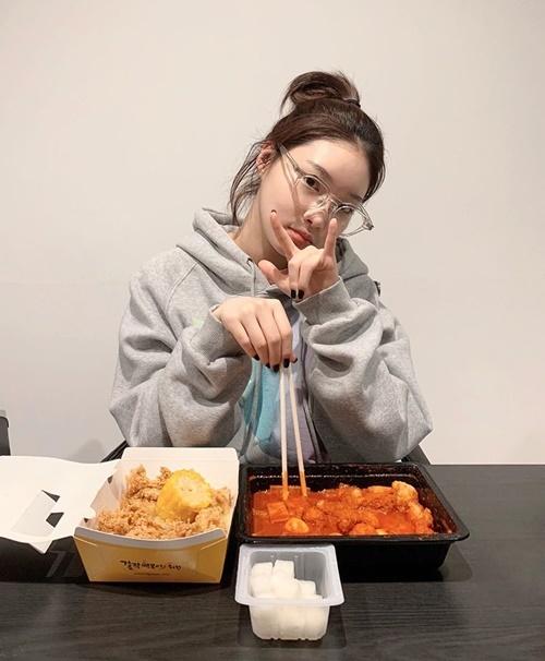 Chung Ha chuẩn bị đánh chén bữa ăn