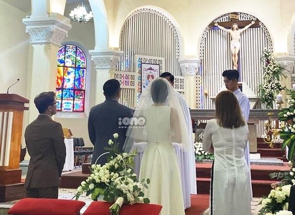 Tóc Tiên - Touliver làm lễ.