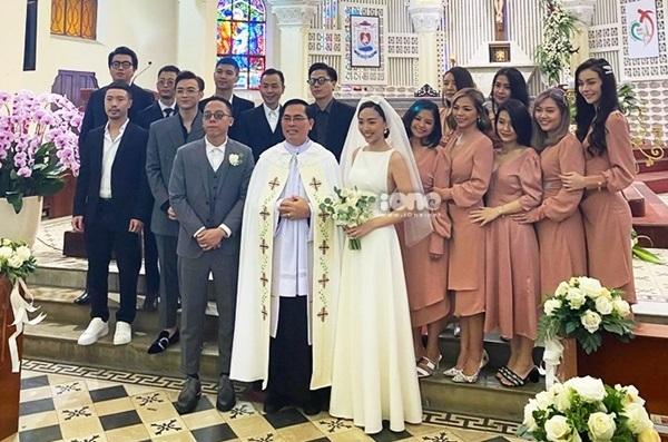 Dàn phù dâu - phù rể tại lễ cưới.