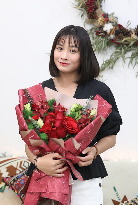 Hoàng Thị Loan lọt vào Top 10 cầu thủ nữ đẹp nhất châu Á - 1