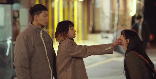 [Caption]Cảnh chặn hôn của Jo Yi Seo gây sốt.