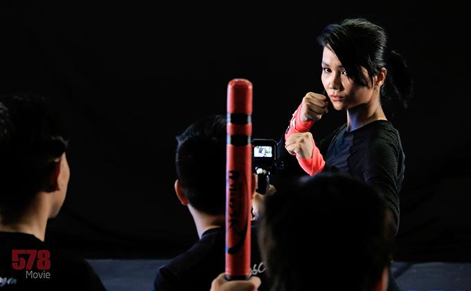 HHen Niê nghiêm túc tập luyện cho vai hành động đầu tay.
