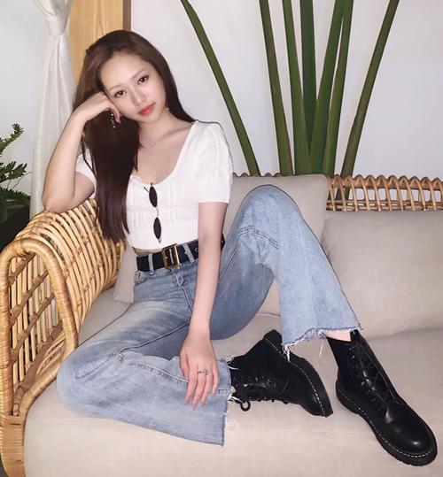 Phong cách Thúy Vi theo đuổi gần đây được nhận xét theo hơi hướng trẻ trung kiểu Hàn Quốc.