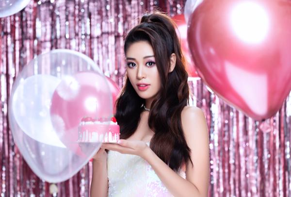 Sau hai tháng đăng quang, nhan sắc của Khánh Vân trưởng thành. Cô được nhận xét ngày càng trẻ trung, xinh đẹp khi thử nghiệm nhiều phong cách.
