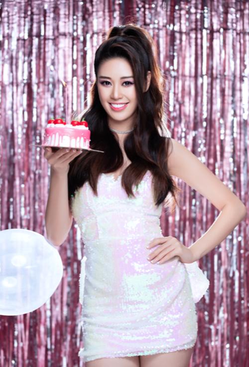 Sau khi đăng quang, Khánh Vân ít dự sự kiện, chạy show. Cô chủ yếu tham gia các hoạt động cộng đồng. Hiện, cô đang trong quá trình luyện tập catwalk, photoshoot và trau dồi ngoại ngữ trước khi dự thi Miss Universe vào cuối năm nay.