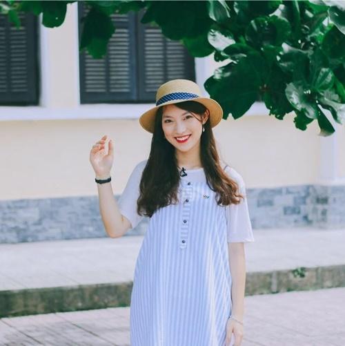 Cô bạn đang làm MC cho đài truyền hình Việt Nam.