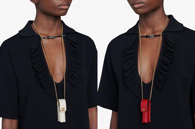 Túi có ba màu là đen, đỏ và trắng, trong đó trắng là màu đắt nhất. Với phần quai xích dài, chiếc Lipstick Case này có thể dùng để đeo ở cổ hoặc đeo chéo ngang người. Hãng cho rằng vì thỏi son là vật bất ly thân của các cô gái nên chiếc túi này cũng rất cần thiết.