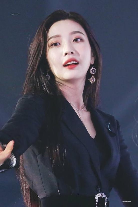 Visual cá tính và quyến rũ của Joy (Red Velvet) hợp gu số đông người hâm mộ Kpop. Cô nàng có thể chinh phục nhiều concept, từ sexy cho đến đáng yêu nhí nhảnh.