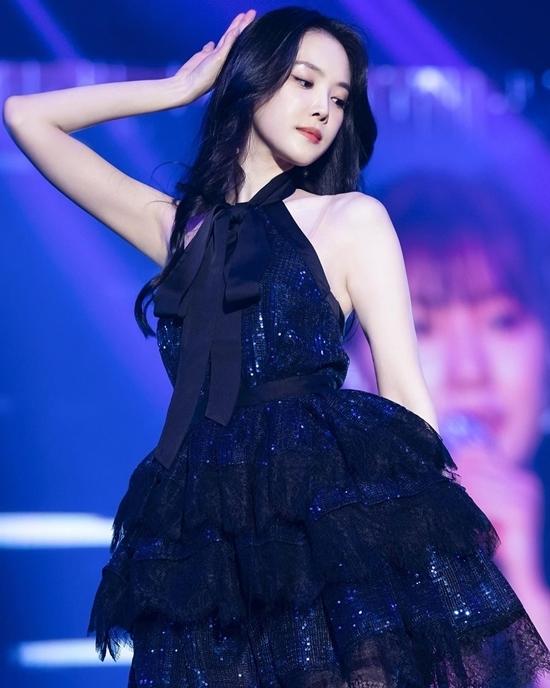 Sự quyến rũ của Na Eun (APink) đã được cả cộng đồng fan Kpop công nhận. Không phải ngẫu nhiên mà cô nàng trở thành gương mặt quảng cáo đắt khách, luôn vào top đầu những nữ idol nổi tiếng nhất. Mặc dù thời gian gần đây, Na Eun không giữ được phong độ nhan sắc do vướng phải lùm xùm dao kéo, cô vẫn được nhiều netizen yêu quý.