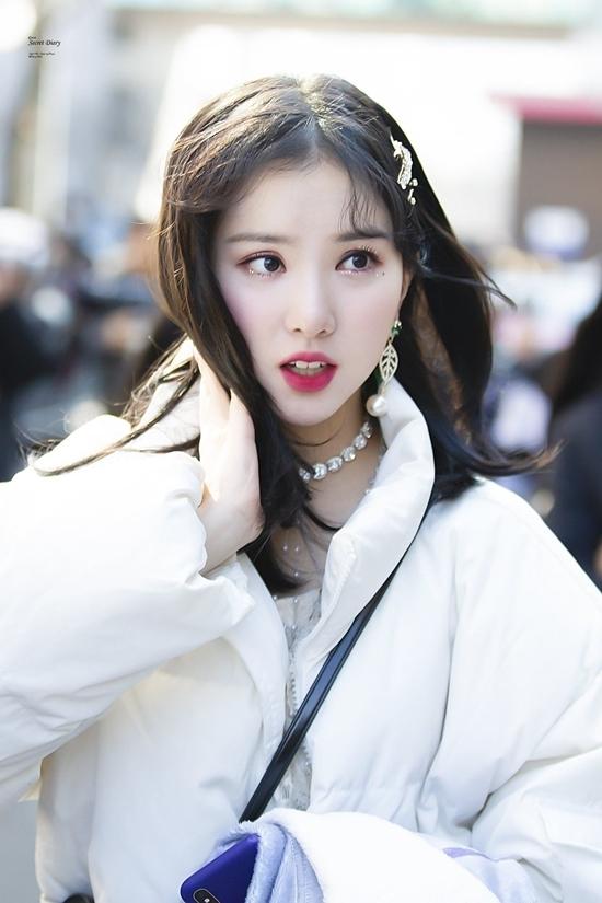 Gương mặt bầu bĩnh, làn da trắng sáng và đôi môi nhỏ xinh khiến Eun Ha trở thành cái tên được yêu thích hàng đầu trong nhóm.