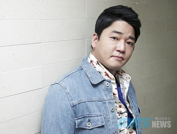 Nam diễn viên Moon Ji Yoon.