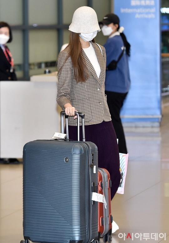 Chiều 18/3, Tzuyu xuất hiện ở sân bay Incheon, Hàn Quốc sau thời gian cách ly ở quê nhà. Cô nàng sẽ sớm tiếp tục lịch trình với Twice trong thời gian sắp tới.