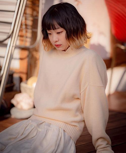 Khó phủ nhận nhờ sức hút của Kim Da Mi trong Itaewon Class, tóc ngắn ombre cool ngầu cũng được lăng xê thành mốt, nhiều cô gái bắt chước theo.
