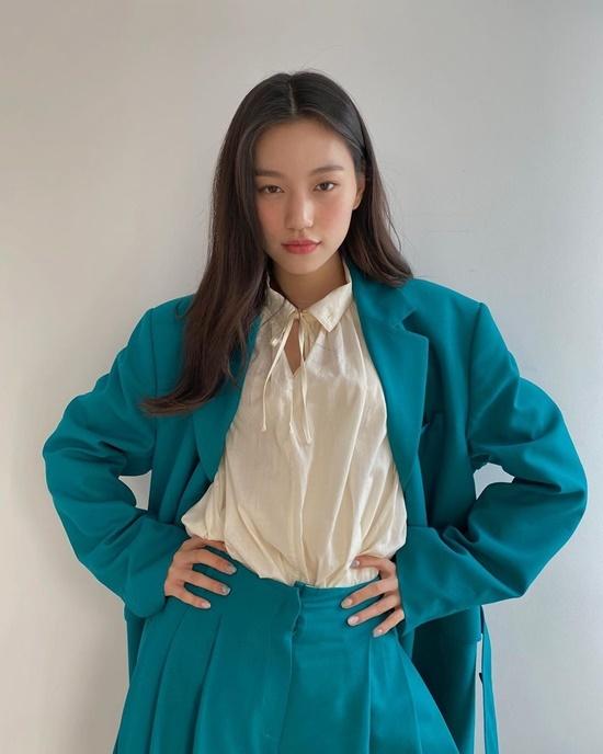Kim Do Yeon luôn được khen bởi khí chất high fashion.