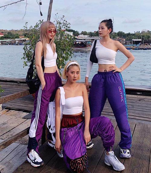 Vì có vẻ ngoài, chiều cao tương đồng, họ dễ dàng mặc đồ theo kiểu có hội có phường gây ấn tượng.