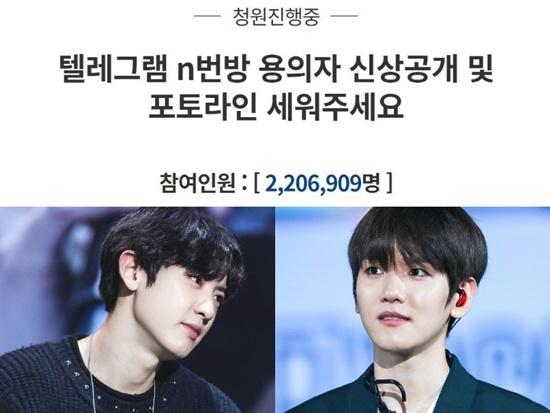 Hai thành viên EXO tham gia ký tên.