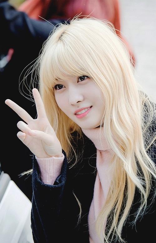 Tóc mái dày, màu tóc nổi giúp Momo có hình tượng đậm chất sao Kpop, thay đổi hoàn toàn so với khi thi Sixteen.