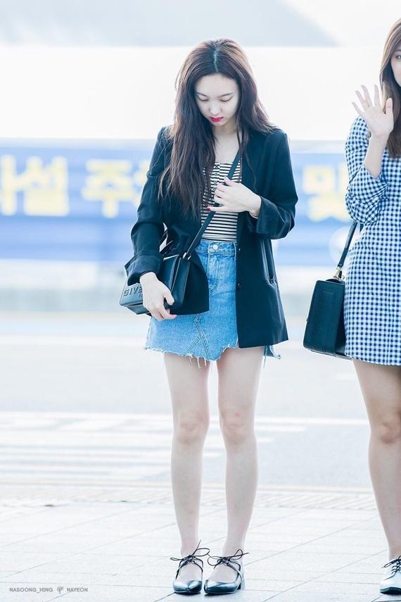 Phong cách thời trang chuẩn sinh viên đại học của Na Yeon (Twice)