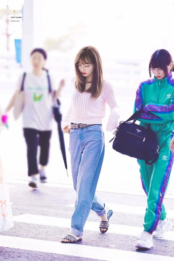 Phong cách thời trang chuẩn sinh viên đại học của Na Yeon (Twice) - 2