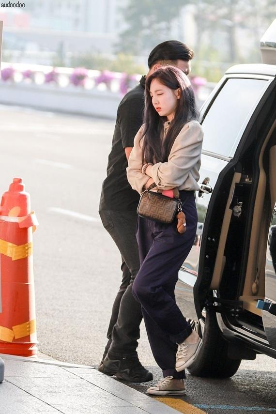 Phong cách thời trang chuẩn sinh viên đại học của Na Yeon (Twice) - 8