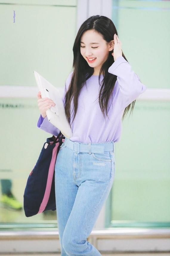 Phong cách thời trang chuẩn sinh viên đại học của Na Yeon (Twice) - 6