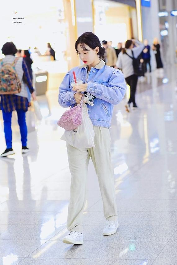 Phong cách thời trang chuẩn sinh viên đại học của Na Yeon (Twice) - 4