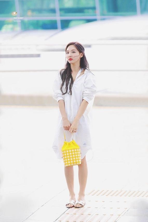 Phong cách thời trang chuẩn sinh viên đại học của Na Yeon (Twice) - 18