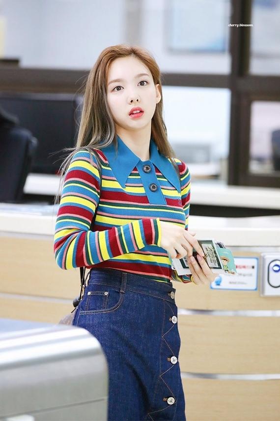Phong cách thời trang chuẩn sinh viên đại học của Na Yeon (Twice) - 10