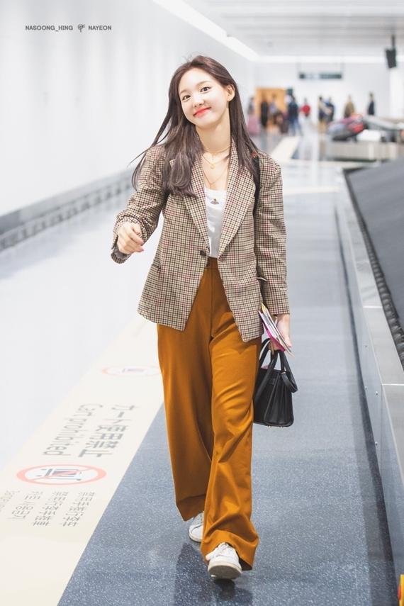 Phong cách thời trang chuẩn sinh viên đại học của Na Yeon (Twice) - 16