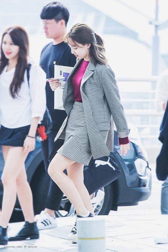 Phong cách thời trang chuẩn sinh viên đại học của Na Yeon (Twice) - 22