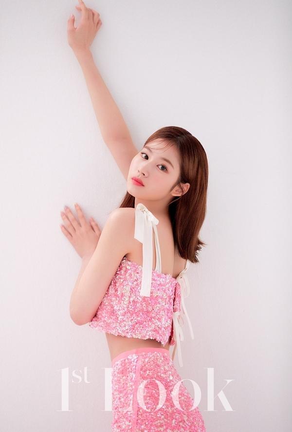 Sana (Twice) bị chê mặt đơ trong bộ ảnh solo đầu tay - 2